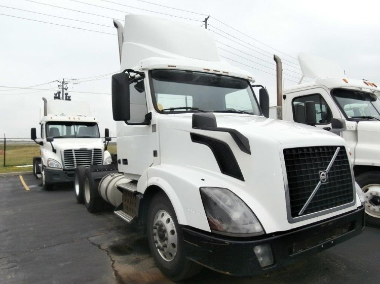Day Cab Tractor-Heavy Duty Tractors-Volvo-2013-VNL64T300-MISSISSAUGA-ON-745,000 km-$36,250