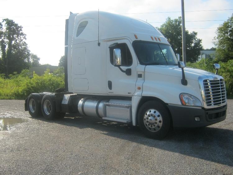 Sleeper Tractor-Heavy Duty Tractors-Freightliner-2012-Cascadia 12564ST-AKRON-NY-422,059 miles-$44,750
