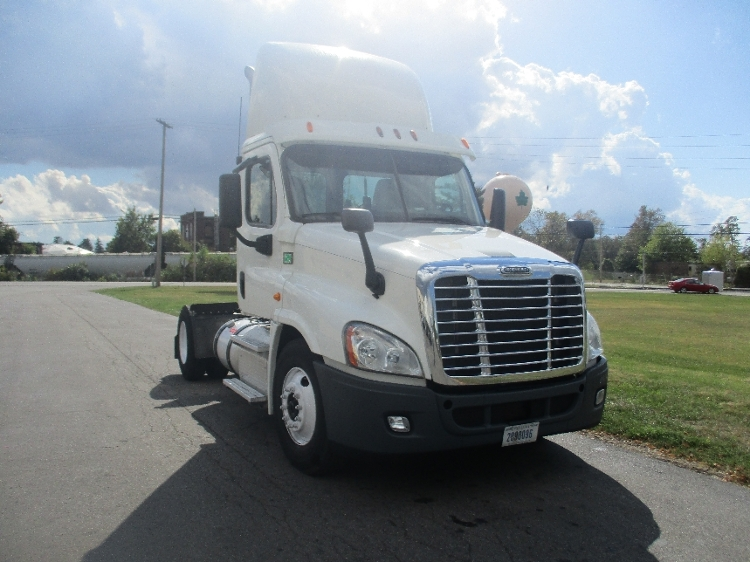 Day Cab Tractor-Heavy Duty Tractors-Freightliner-2013-Cascadia 12542ST-FRESNO-CA-469,656 miles-$38,250