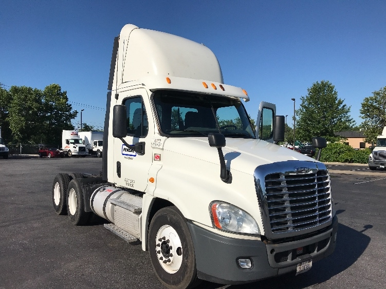 Day Cab Tractor-Heavy Duty Tractors-Freightliner-2013-Cascadia 12564ST-NEW CASTLE-DE-537,830 miles-$31,750