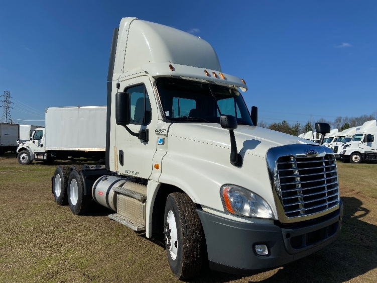Day Cab Tractor-Heavy Duty Tractors-Freightliner-2013-Cascadia 12564ST-GREENVILLE-SC-562,064 miles-$29,250