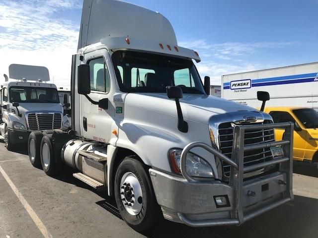 Day Cab Tractor-Heavy Duty Tractors-Freightliner-2013-Cascadia 12564ST-PHOENIX-AZ-555,871 miles-$40,250