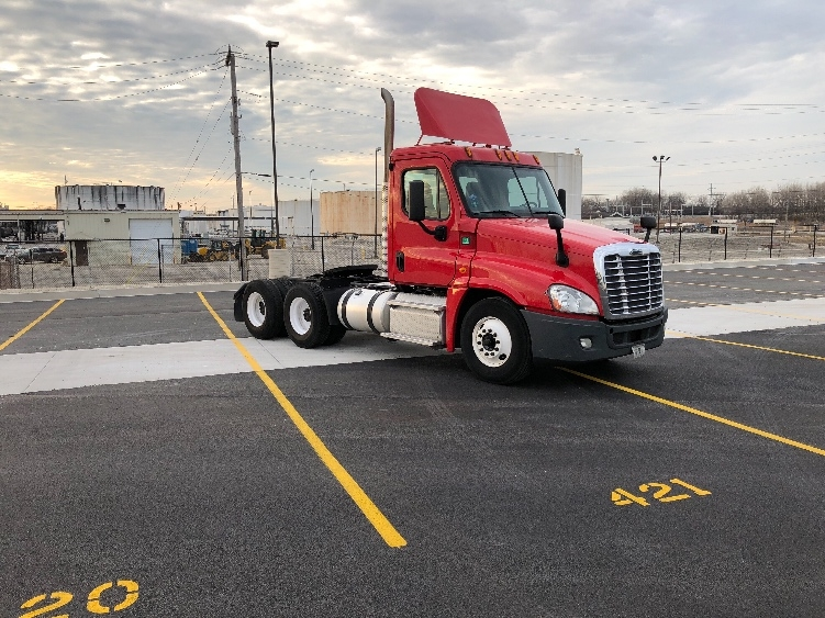 Day Cab Tractor-Heavy Duty Tractors-Freightliner-2013-Cascadia 12564ST-BEDFORD PARK-IL-346,402 miles-$38,750