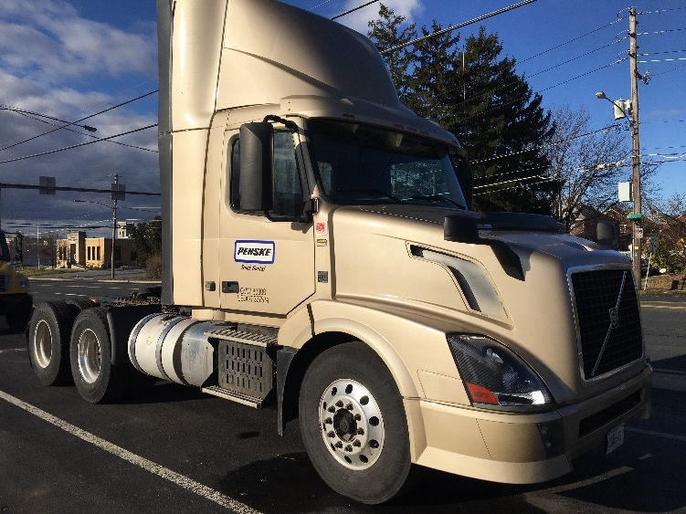 Day Cab Tractor-Heavy Duty Tractors-Volvo-2013-VNL64T300-BETHLEHEM-PA-319,997 miles-$38,500