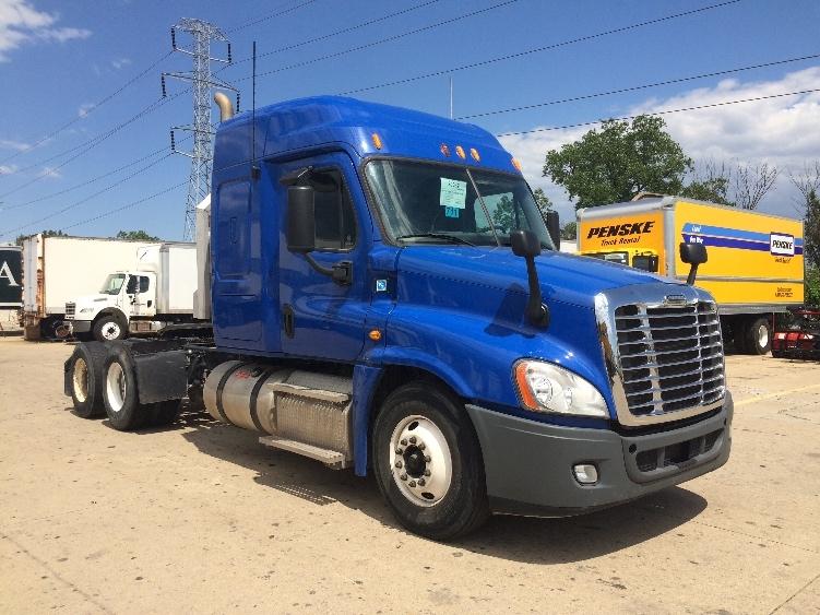 Sleeper Tractor-Heavy Duty Tractors-Freightliner-2013-Cascadia 12564ST-ERLANGER-KY-388,700 miles-$49,000