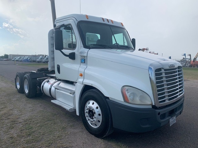 Day Cab Tractor-Heavy Duty Tractors-Freightliner-2013-Cascadia 12564ST-PHARR-TX-179,148 miles-$48,000