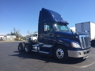 Day Cab Tractor-Heavy Duty Tractors-Freightliner-2013-Cascadia 12564ST-NEW CASTLE-DE-332,697 miles-$41,250