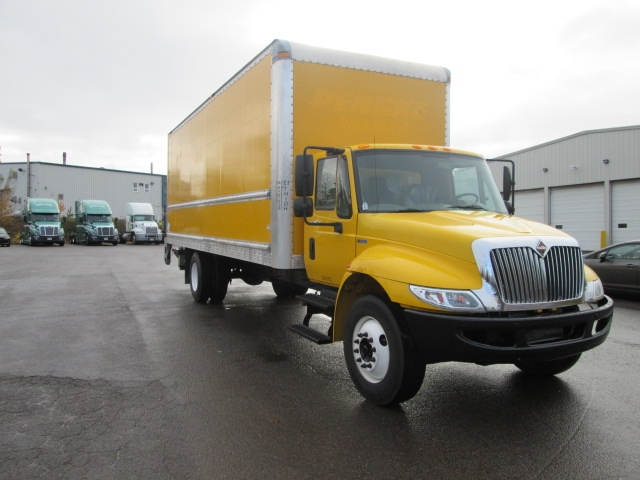 Medium Duty Box Truck-Light and Medium Duty Trucks-International-2013-4300-MONCTON-NB-132,574 km-$52,500