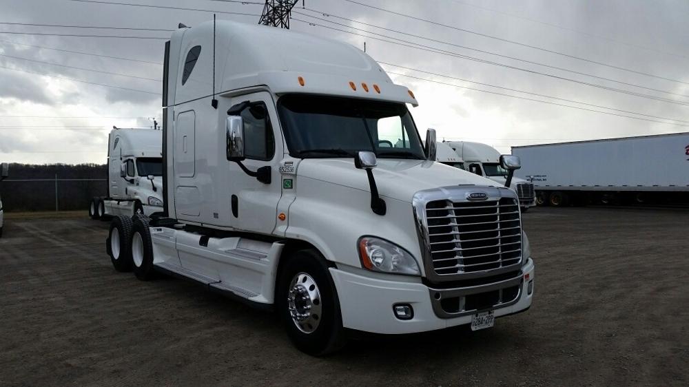 Sleeper Tractor-Heavy Duty Tractors-Freightliner-2013-Cascadia 12564ST-HAMILTON-ON-1,014,268 km-$43,250