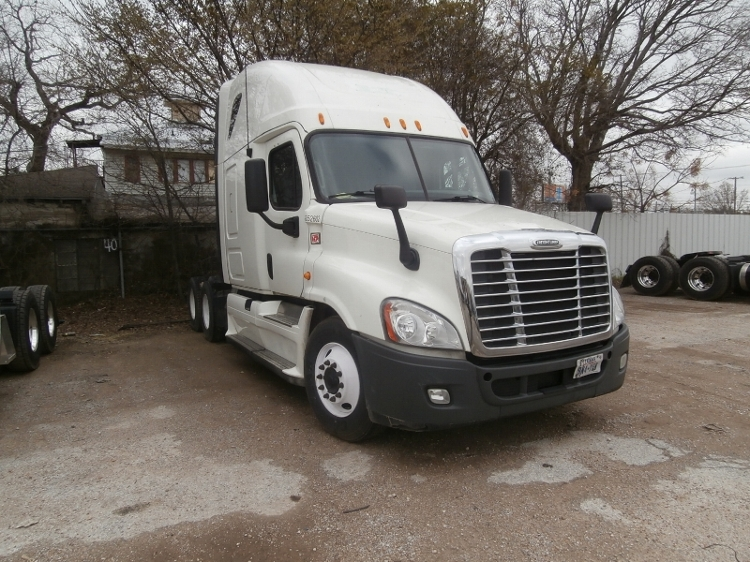 Sleeper Tractor-Heavy Duty Tractors-Freightliner-2013-Cascadia 12564ST-KNOXVILLE-TN-557,026 miles-$48,750