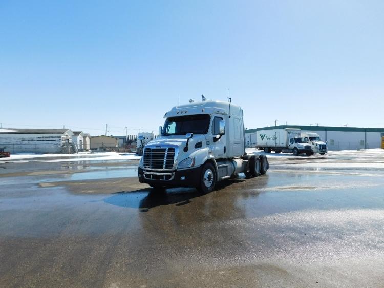 Sleeper Tractor-Heavy Duty Tractors-Freightliner-2013-Cascadia 11364ST-SASKATOON-SK-986,592 km-$31,000