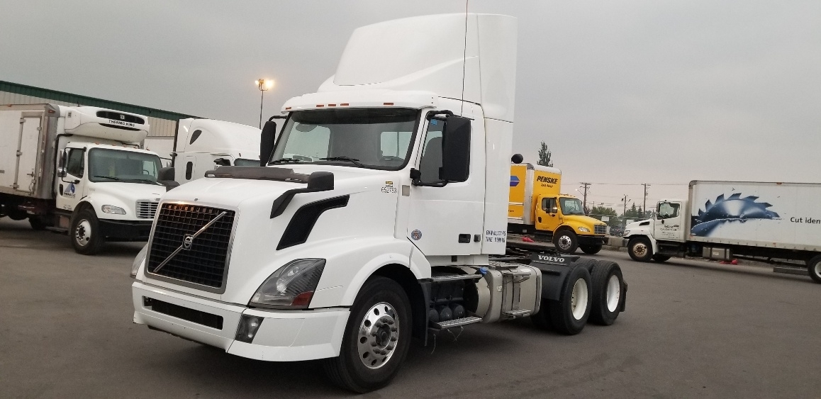 Day Cab Tractor-Heavy Duty Tractors-Volvo-2013-VNL64T300-CALGARY-AB-737,434 km-$56,250