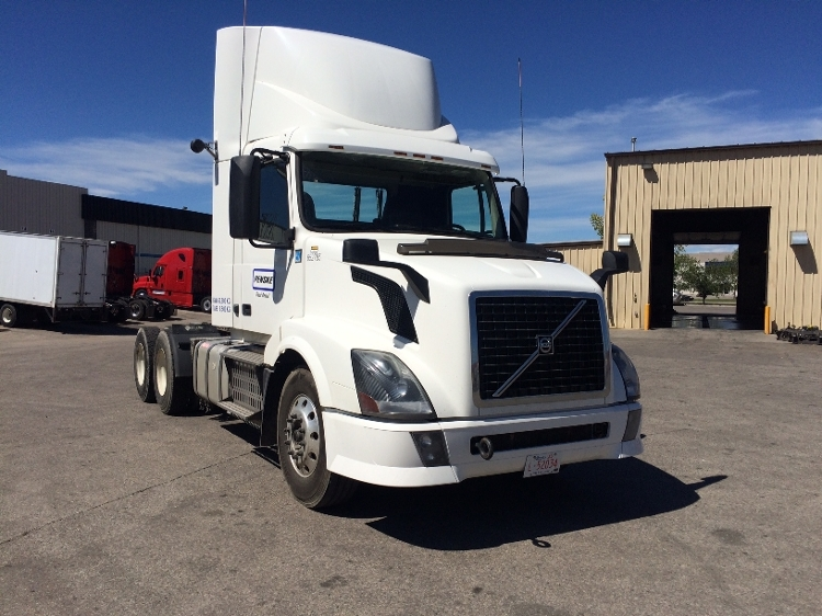 Day Cab Tractor-Heavy Duty Tractors-Volvo-2013-VNL64T300-CALGARY-AB-615,055 km-$54,000