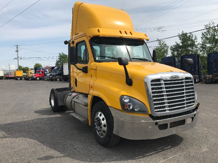 Day Cab Tractor-Heavy Duty Tractors-Freightliner-2013-Cascadia 12542ST-BOUCHERVILLE-PQ-231,385 km-$41,750