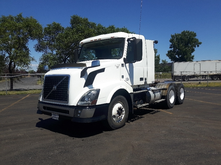 Day Cab Tractor-Heavy Duty Tractors-Volvo-2013-VNL64T300-BOUCHERVILLE-PQ-221,230 km-$65,500