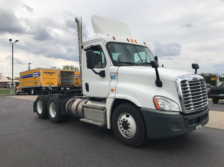 Day Cab Tractor-Heavy Duty Tractors-Freightliner-2013-Cascadia 12564ST-ELKHART-IN-141,530 miles-$49,250