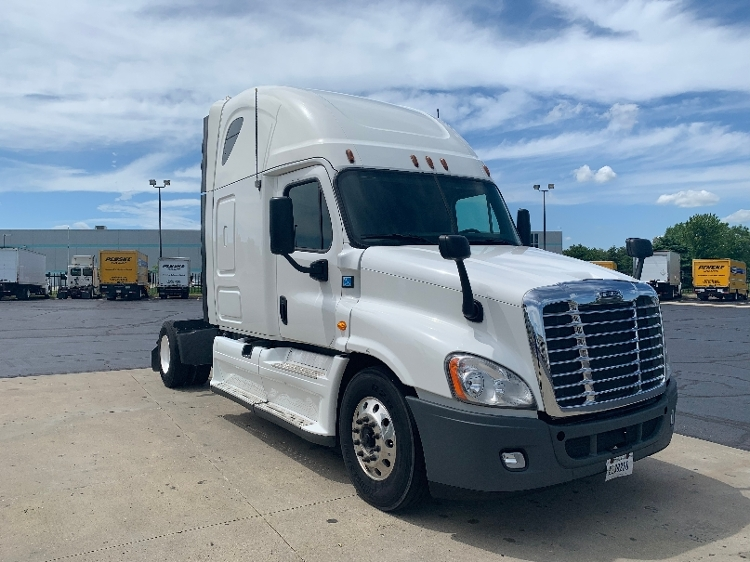 Sleeper Tractor-Heavy Duty Tractors-Freightliner-2013-Cascadia 12542ST-SOUTH BEND-IN-684,835 miles-$28,250