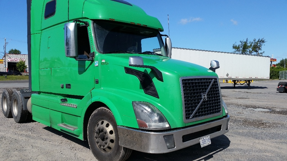 Sleeper Tractor-Heavy Duty Tractors-Volvo-2013-VNL64T670-MISSISSAUGA-ON-717,527 km-$53,250