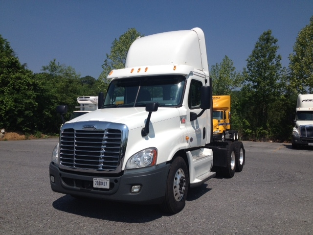 Day Cab Tractor-Heavy Duty Tractors-Freightliner-2013-Cascadia 12564ST-BLOUNTVILLE-TN-593,903 miles-$32,250