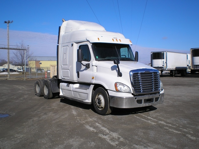 Sleeper Tractor-Heavy Duty Tractors-Freightliner-2013-Cascadia 12564ST-EAGAN-MN-877,684 miles-$26,250