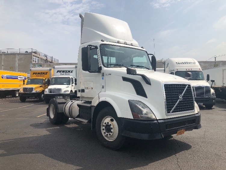 Day Cab Tractor-Heavy Duty Tractors-Volvo-2013-VNL42300-JAMAICA-NY-149,339 miles-$34,750