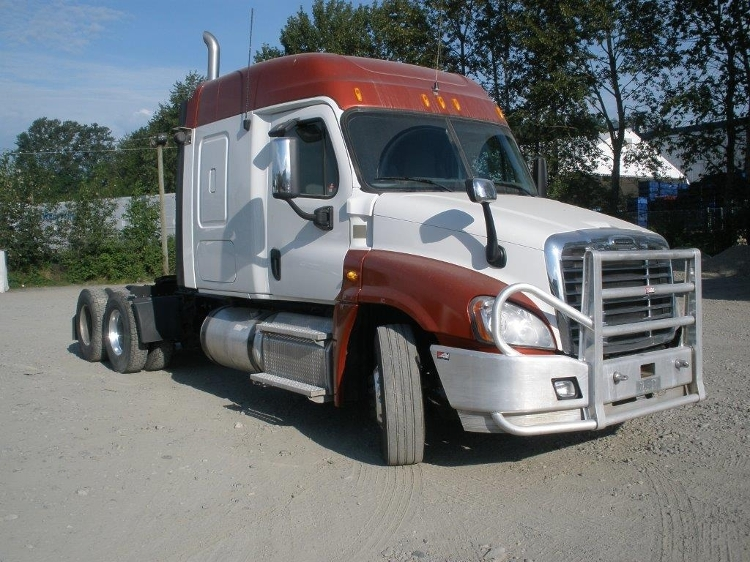 Sleeper Tractor-Heavy Duty Tractors-Freightliner-2013-Cascadia 12584ST-ABBOTSFORD-BC-381,802 km-$58,250