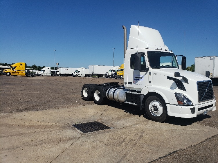 Day Cab Tractor-Heavy Duty Tractors-Volvo-2013-VNL64T300-RICHLAND-MS-599,744 miles-$29,500