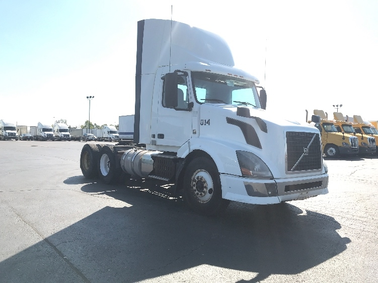 Day Cab Tractor-Heavy Duty Tractors-Volvo-2013-VNL64T300-MISSISSAUGA-ON-380,980 km-$51,500