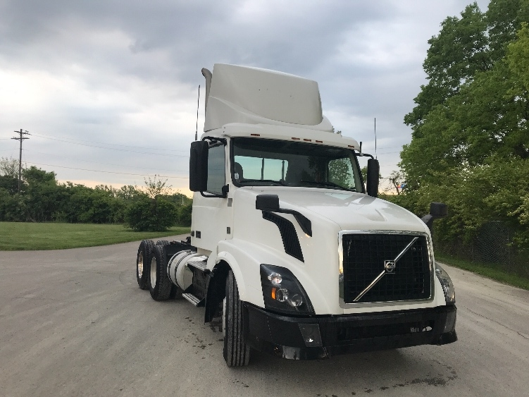 Day Cab Tractor-Heavy Duty Tractors-Volvo-2013-VNL64T300-MONROE-OH-685,436 miles-$28,750