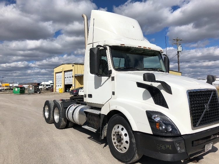 Day Cab Tractor-Heavy Duty Tractors-Volvo-2013-VNL64T300-MONROE-OH-671,680 miles-$13,000