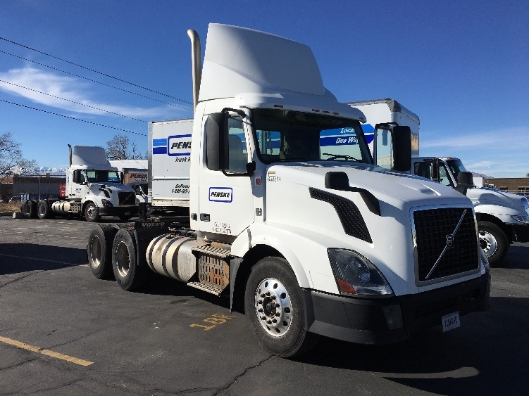 Day Cab Tractor-Heavy Duty Tractors-Volvo-2013-VNL64T300-WEST VALLEY CITY-UT-337,706 miles-$40,500