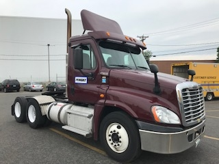 Day Cab Tractor-Heavy Duty Tractors-Freightliner-2013-Cascadia 12564ST-HUDSON-NH-540,483 miles-$35,000