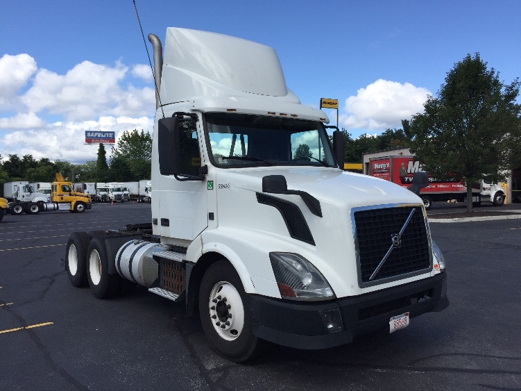 Day Cab Tractor-Heavy Duty Tractors-Volvo-2013-VNL64T300-CHICOPEE-MA-527,291 miles-$28,500