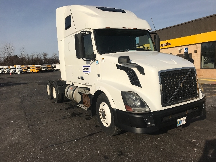 Sleeper Tractor-Heavy Duty Tractors-Volvo-2013-VNL64T670-CHICOPEE-MA-607,937 miles-$45,000
