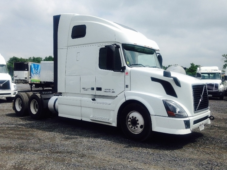 Sleeper Tractor-Heavy Duty Tractors-Volvo-2013-VNL64T670-ESSEX-MD-464,931 miles-$38,250