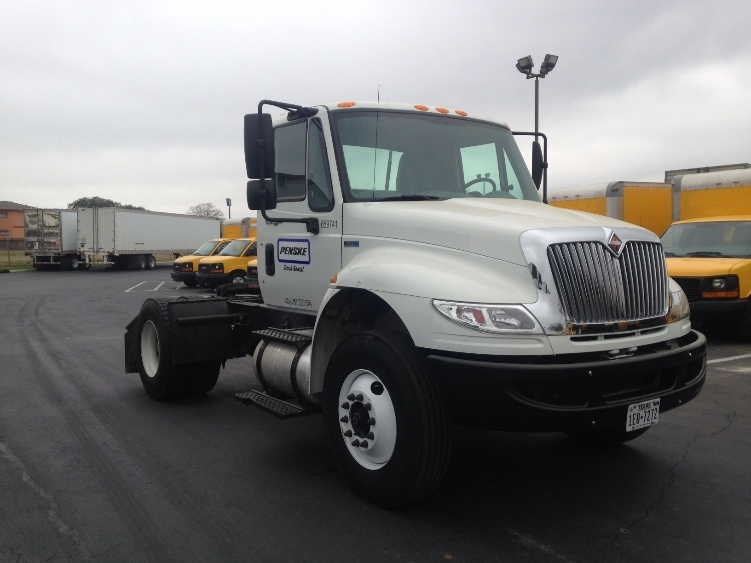 Day Cab Tractor-Heavy Duty Tractors-International-2013-4400-SAN ANTONIO-TX-195,507 miles-$33,000