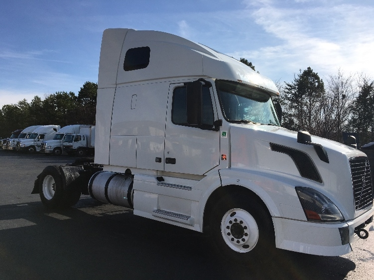 Sleeper Tractor-Heavy Duty Tractors-Volvo-2013-VNL42670-WINSTON SALEM-NC-419,047 miles-$41,750