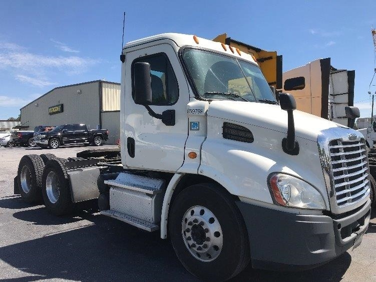 Day Cab Tractor-Heavy Duty Tractors-Freightliner-2013-Cascadia 11364ST-MCDONOUGH-GA-534,626 miles-$28,750