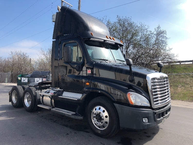 Day Cab Tractor-Heavy Duty Tractors-Freightliner-2013-Cascadia 12564ST-PEWAUKEE-WI-443,788 miles-$37,750