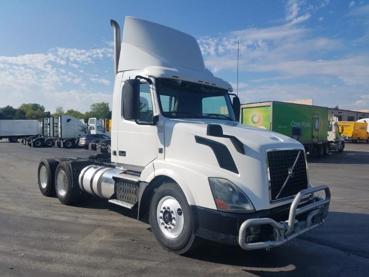 Day Cab Tractor-Heavy Duty Tractors-Volvo-2013-VNL64T300-LENEXA-KS-406,512 miles-$36,000
