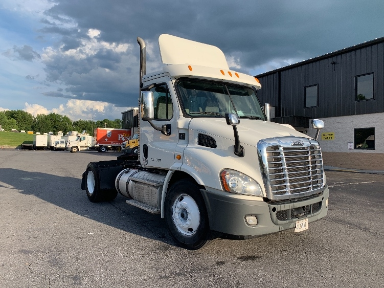 Day Cab Tractor-Heavy Duty Tractors-Freightliner-2013-Cascadia 11342ST-MONTGOMERY-NY-373,930 miles-$27,000