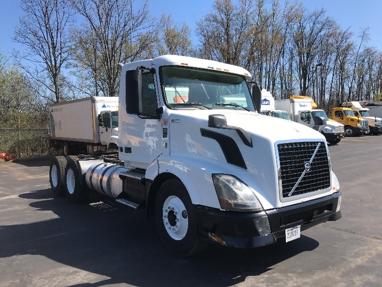 Day Cab Tractor-Heavy Duty Tractors-Volvo-2013-VNL64T300-LIVERPOOL-NY-260,861 miles-$45,750