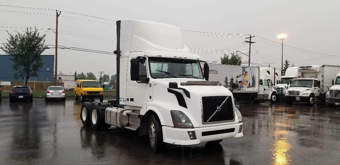 Day Cab Tractor-Heavy Duty Tractors-Volvo-2013-VNL64T300-CALGARY-AB-816,790 km-$48,750