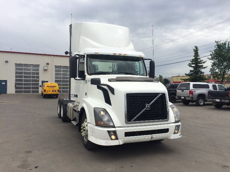 Day Cab Tractor-Heavy Duty Tractors-Volvo-2013-VNL64T300-CALGARY-AB-779,364 km-$47,500
