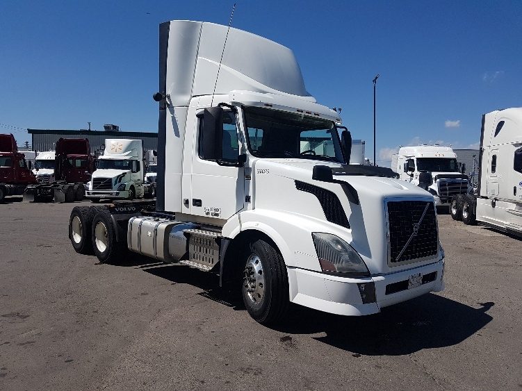Day Cab Tractor-Heavy Duty Tractors-Volvo-2013-VNL64T300-CALGARY-AB-689,664 km-$42,250