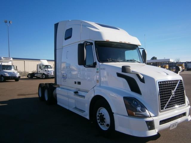 Sleeper Tractor-Heavy Duty Tractors-Volvo-2013-VNL64T670-CHATTANOOGA-TN-565,102 miles-$35,500