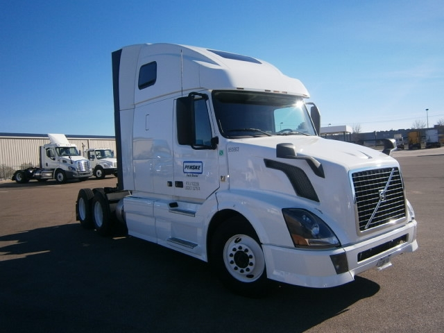 Sleeper Tractor-Heavy Duty Tractors-Volvo-2013-VNL64T670-RICHLAND-MS-594,094 miles-$36,500