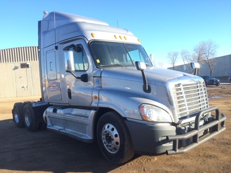 Sleeper Tractor-Heavy Duty Tractors-Freightliner-2013-Cascadia 12564ST-SIOUX FALLS-SD-323,529 miles-$60,000