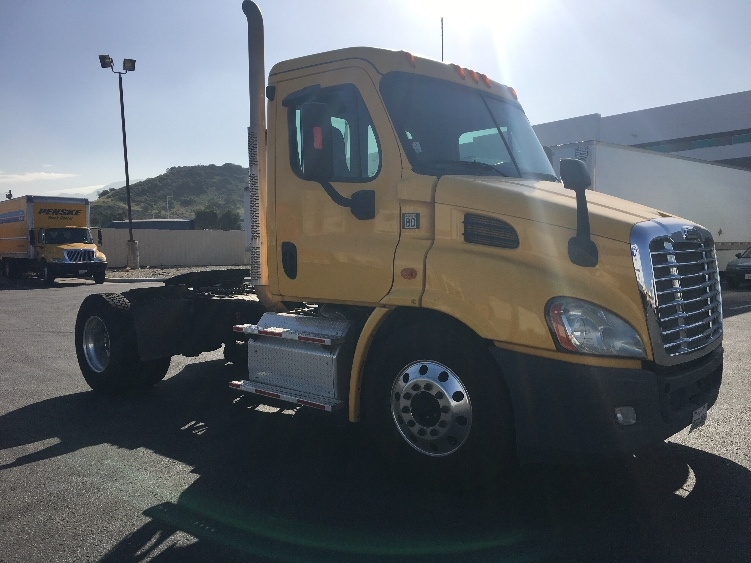 Day Cab Tractor-Heavy Duty Tractors-Freightliner-2013-Cascadia 11342ST-SUN VALLEY-CA-272,720 miles-$42,000