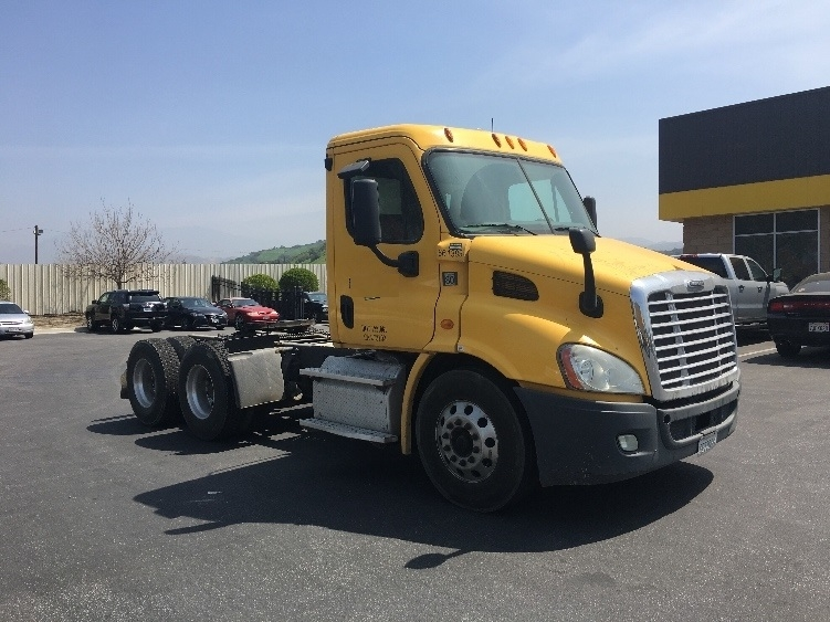 Day Cab Tractor-Heavy Duty Tractors-Freightliner-2013-Cascadia 11364ST-SUN VALLEY-CA-257,845 miles-$47,500